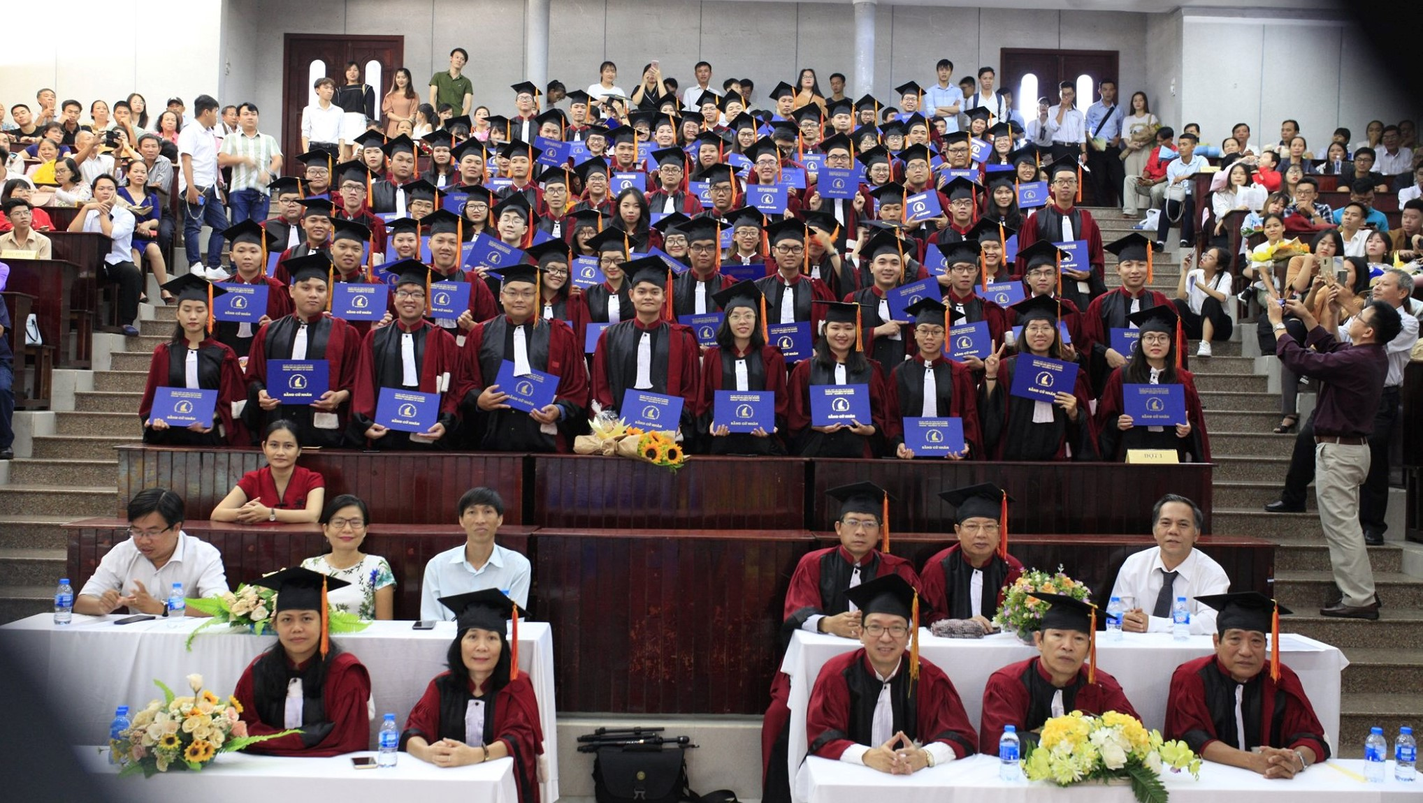 THÔNG BÁO  V/v Tổ chức Lễ trao bằng tốt nghiệp Cử nhân Khoa Vật lý - VLKT Khóa 2016